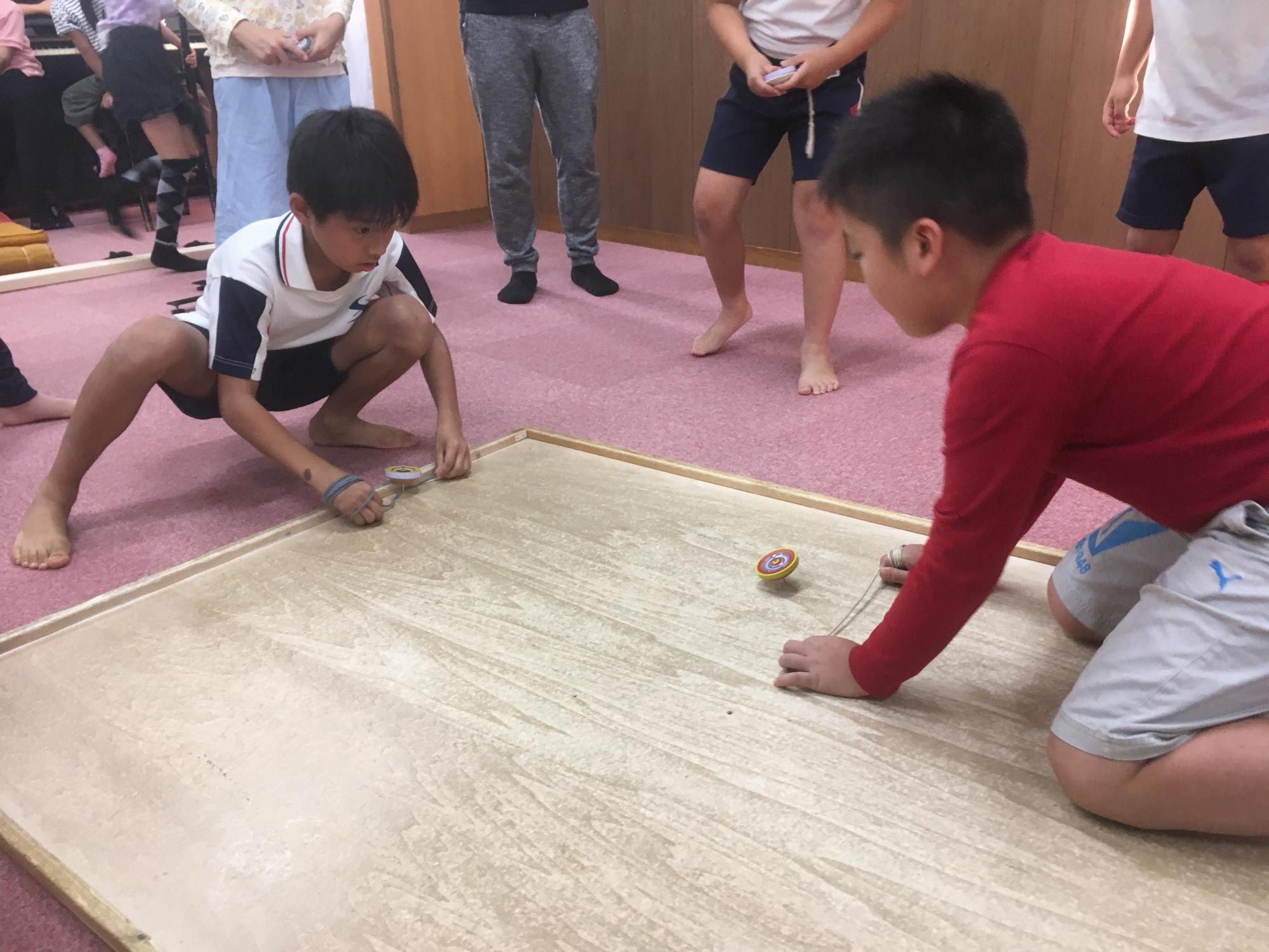 神戸市立六甲道児童館「けんかゴマ大会!」