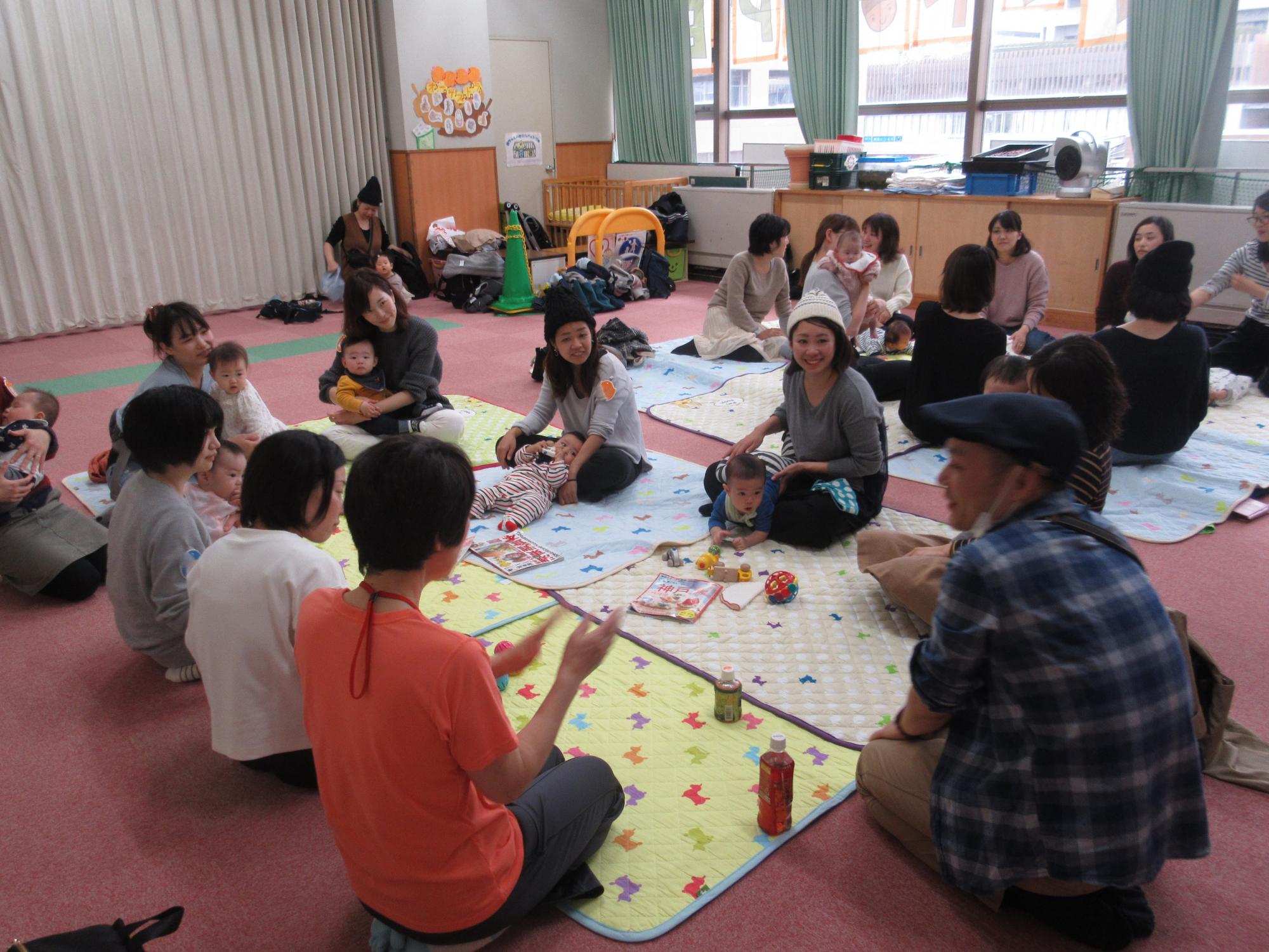 神戸市立六甲道児童館「赤ちゃんのお部屋(0~8か月程度)」