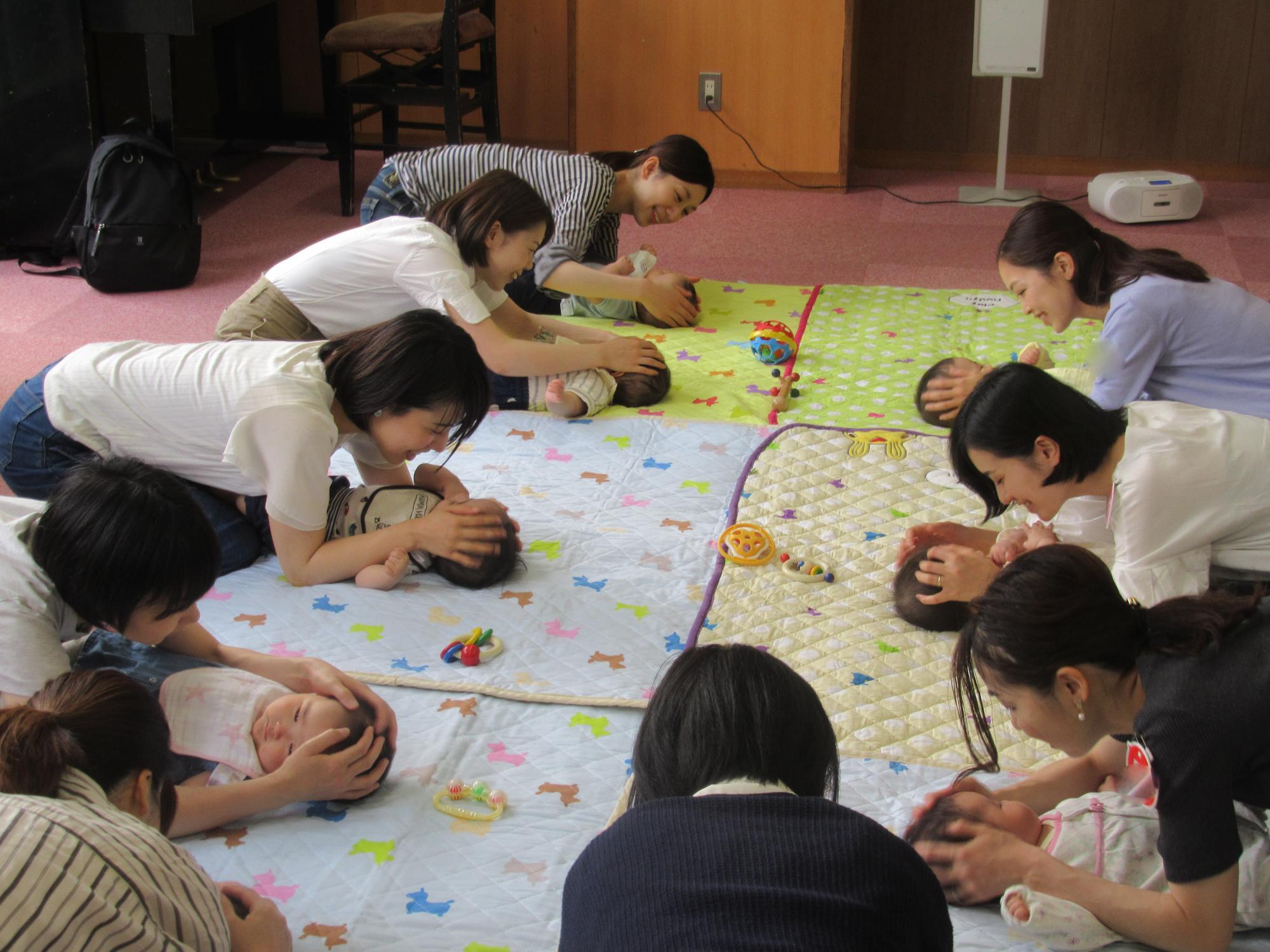 神戸市立六甲道児童館「あかちゃんのお部屋(2~8か月程度)」