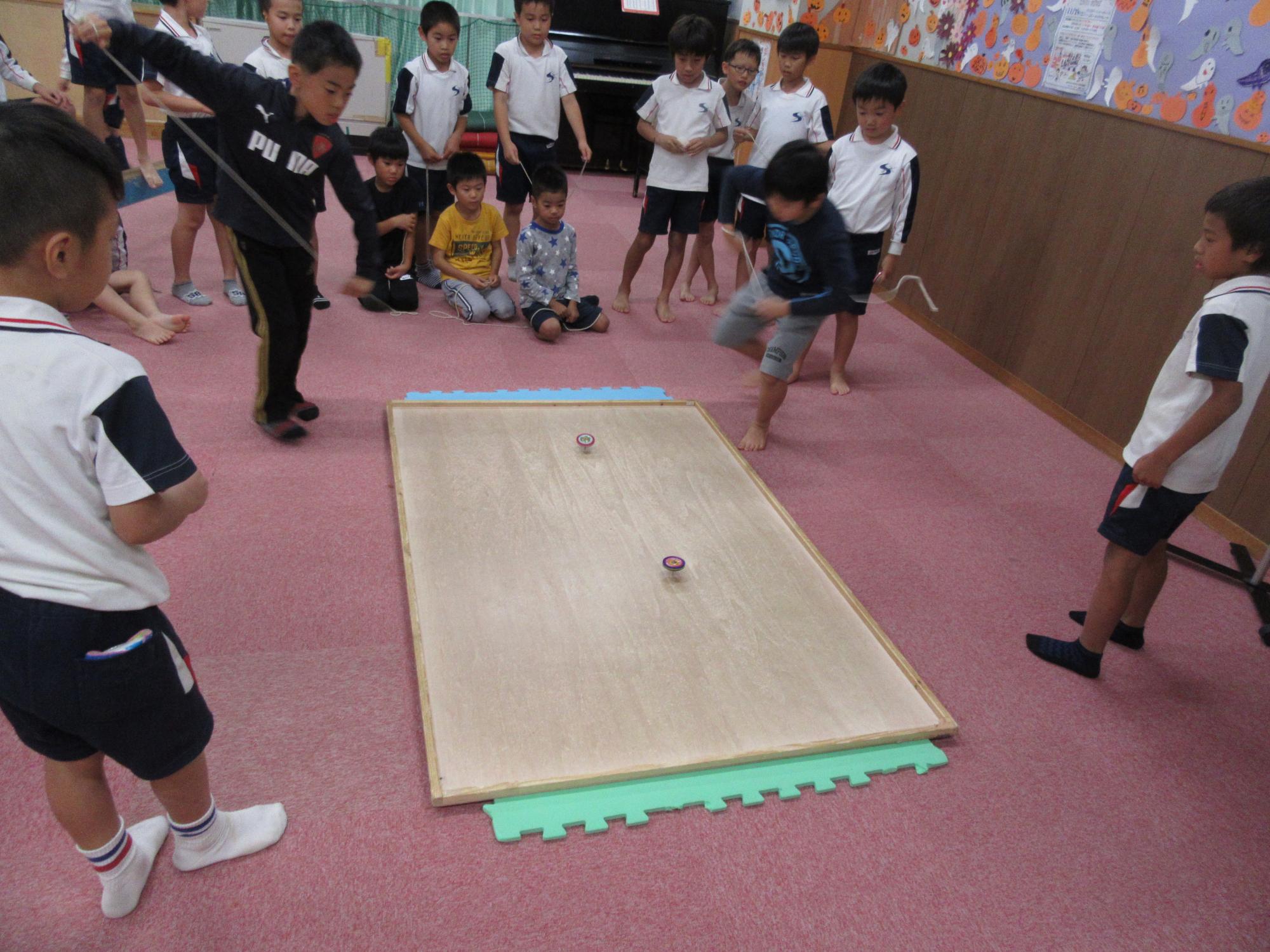 神戸市立六甲道児童館「けんかごま大会」